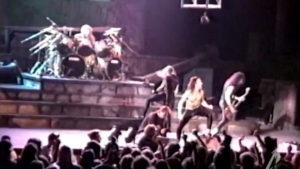 Video: Metallican pojat tositoimissa vuonna 1989 – keikalla nähtiin myös erikoinen soitinten vaihtamisoperaatio